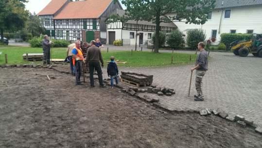 Vorbereitung zum Umbau des Feuerwehrgerätehauses - Vorplatz Steine Aufnehmen
